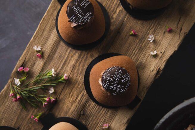 Tumma suklaa-kirsikka