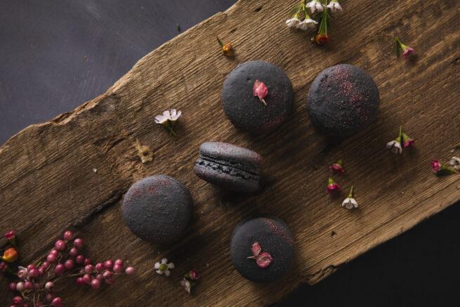 Kirsikka-suklaamacaron